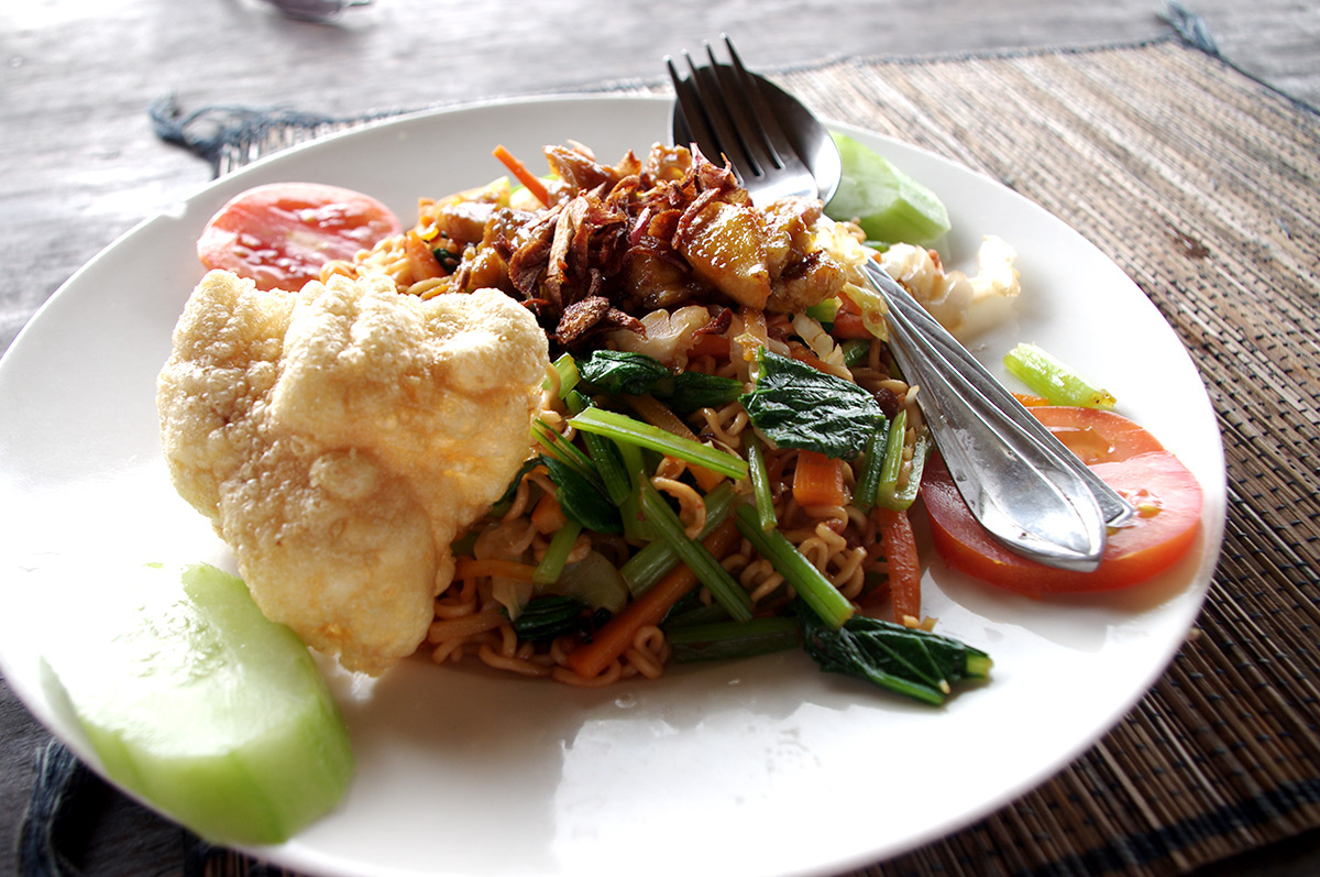 how to find local food in bali